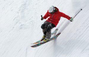 Skidaumen, freerider , skifahren , ski , sport , alpine , schnee , winter , steil , aktion , extreme , abfahrt , sprung , tour , pulver , berg , kälte , mann , erholung , weiß , schnell , abenteuer , geschwindigkeit , risiko , spaß , im freien , aktivität , helm , freizeit , freiheit , bewegung , herausforderung , aufregung ,