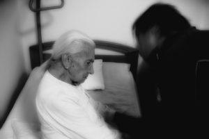 Die Huntington-Krankheit, auch Chorea Huntington oder Huntingtonsche Chorea, pflegefall , demenz , frau , alt , alter , alzheimer , altenheim , altenpflege , altersflecken , altersheim , angehörige , angst , betreuung , charakter , denken , falten , geist , gesicht , gesundheit , krankheit , mensch , oma , pflege , pflegebedürftig , pflegebedürftige , pflegekosten , senioren , verkalkung , versorgung