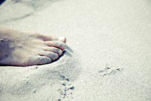 fuss , barfuß , sandstrand , urlaub , wellness , entspannen , sand , strand , entspannung , zehen , zehennagel , sommer ,