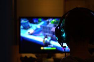 fortnite , computerspiel , game , gamer , sucht , kopfhörer , spiel , munition , pistole , waffe , spiele , trigger , rüstung , schlacht , maschinengewehr , soldat , pc-spiel , pc , videospiele , videospiel