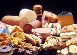 fettreiche lebensmittel , gebäck , käse , schokolade , delikatessen , aufschnitt , französisch frites , kuchen , donuts , fette , cholesterin , fettiges essen , macht , galettes , wurst , display , nahaufnahme , makro , tapete, ungesund, junk food