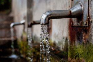 wasserhahn , brunnen , wasserspender , wasserlauf , wasserbrunnen , trinkwasser , wasserbecken , wasser , kühl
