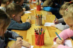 kinder , zeichnung , bildung , kindergarten , schule , abbildung , langeweile , aufgabe , färbung , buntstifte , buntstift , die hand , karte