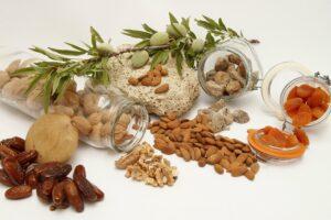 lebensmittel , gesunde , getrocknete früchte , nuts , walnuss , nüsse , mandeln , termine , aprikosen, kalium, kaliummangel