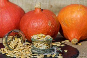 kürbiskerne , kürbis , samen , orange , weiß , roh , bio , frisch , lebensmittel , lecker , vegetarisch , dekoration , herbst