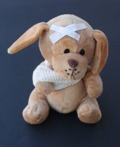 teddy , gebrochen , arm , verband , traurig , hund , stofftier , krank , verletzt , fieber , knuffig , niedlig , krankenhaus , besuch, knochenbruch, fraktur, gips, gips-verband