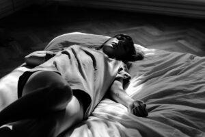 bett , person , schlafen , frau , ruhend , entspannen , schlafzimmer, ausruhen, ruhe, entspannen