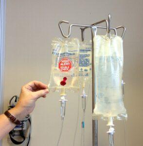 chemotherapie , chemo , infusion , krebs , krankheit , verfahren , flüssigkeit , iv , medikamente