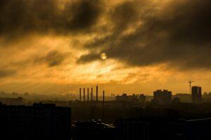 industrie , rauch , smog , fertigung , stahl , schornstein-stapel , schornsteine , metall , arbeit , bau , fabrik , fabriken , produktion , fertigungsanlage , fertigungsindustrie , maschinen , umwelt , raffinerie , verschmutzung , chemische , prozess