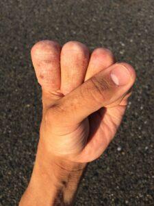 hand , finger , nagel , handgelenk , daumen , young , japanisch , menschen , körper , teile , faust , männchen , frauen , mann , frau , umarmungen , schere stein papier , greifer , halten , erfolg , viel glück , job , perfekte , hand-pose , gesten , die linke hand , gesundheit , blutgefßes , kartenlegen , fingerabdruck , joint , necken , haut , handpflege , gleichheit , raue hand , palme , mit bloßen händen , pflege , leistung , norma , kann , potenzielle , klar , pass , gut , geschäft , topf , zeichen , strong , kraft , punch , fähigkeit , das kann sein , kapazität , auswirkungen , genehmigung , schöne , sieg , preisgekrönte , durch , massage , müdigkeit , heilen , temomi , macht , horoskop , reinkarnation , früheren leben , religion , buddhismus , geschlecht , gesellschaft , viel glück mit geld , hell , kompakt , ideal , schicksal , leben , glücklich , lob , tsuyoun , unglücklich , wirksamkeit , energie , experte , ehe , körperteile , vermögen , positiv , gewalt , mobbing , krankheit