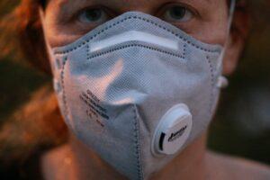 Atemschutzmaske, Mund-Nasen-Schutz, Schutzmaske, Atemmaske, corona , coronavirus , virus , pandemie , epidemie , corona-virus , krankheit , infektion , covid-19 , wuhan , ansteckung , immunsystem , quarantäne , sars-cov-2, abstand, ansteckung, vorbeugen, prävention, tröpfcheninfektion, übertragung