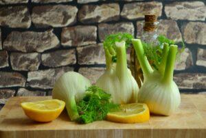 fenchel , gemüse , fenchelknollen , lebensmittel , gesund , frisch , nahrung , essen , vitamine , fenchelgemüse , küche , zubereitung , stilleben , zitrone ,