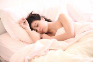 frau , schlafen , mädchen , träume , gesicht , junge frau , kissen , decke , bett , schlafzimmer , dornröschen , morgen , wake , erwachen , schönheit , ausschreibung , entspannen , ruhend , abnehmen im schlaf