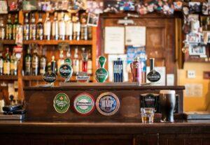 bar , lokal , cong , irland , irishpub , kneipe , flaschen , whisky , zapfhahn , bier , irisch , zapfen , kneipe