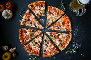 pizza , lebensmittel , italienisch , gebacken , käse , kruste , küche , lecker , abendessen , essen , frisch , gourmet , hausgemachte , mittagessen , mahlzeit , mozzarella , scheiben , restaurant , runde , imbiss , würzig , traditionellen , tumblr-wallpaper ,