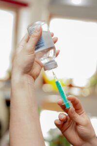impfung , spritze , gesundheitswesen , nadel , gesundheit , arzt , einwegspritze , doktor , ampulle , injektionsspritze , heilen , krankheit , medizinische , medikament , injektion , diagnose , mediziner , tropfen , verarzten ,