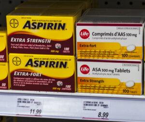 Aspirin, Acetylsalicylsäure (ASS) , Bayer, nichtsteroidales Antirheumatikum (NSAR) – auch nichtsteroidales Antiphlogistikum (NSAP) oder NSAID (non-steroidal anti-inflammatory drug), Tabletten, Pillen, Medikament