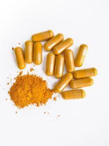 kurkuma , curcumin , lebensmittel , gewürz , haufen , weiß , golden , aromatischen , pulver , zutat , gelb , orange , würze , zuschlag , kapseln , hagebutte, hagebuttenpulver, pulver, nahrungsergänzungsmittel