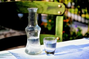 schuss , alcool , griechisch , ouzo , griechenland , tisch , flasche , glas , stillen , statischer , bunte , alkohol , tsipouro , wodka ,