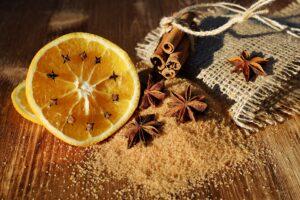 anis , sternanis , schisandraceae , zimt , zimtstangen , nelken , gewürznelken , getrocknet , gewürz , braun , geruch , aroma , würze , orangenscheiben , brauner zucker , lebensmittel , nahrungsmittel , weihnachtlich , glühwein ,